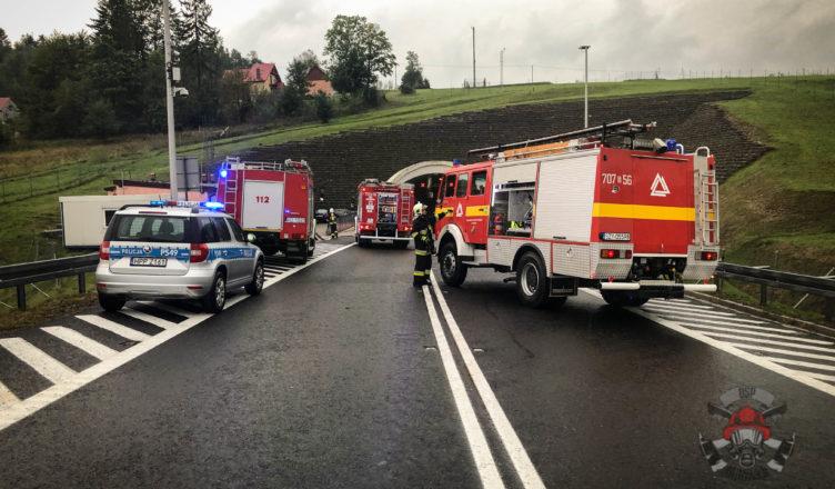 Niebezpieczna sytuacja. Pożar w tunelu drogowym
