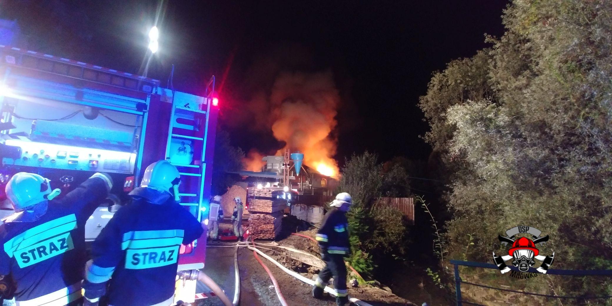 Olbrzymi pożar, z ogniem walczyli strażacy z kilku jednostek