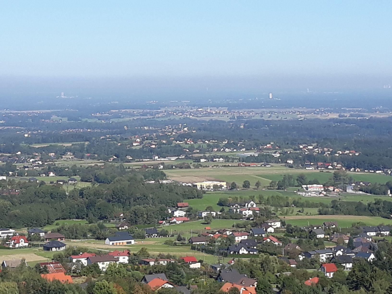 Smogowa czapa już wisi nad Śląskiem. Najlepiej widać to z gór