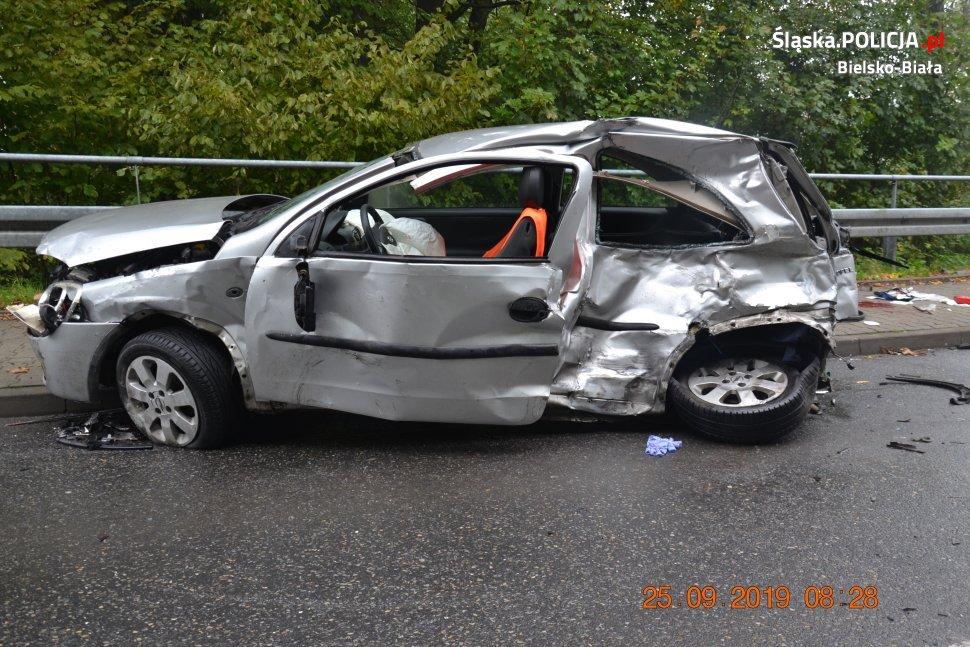 Groźny wypadek na ul. Wyzwolenia. Młody kierowca walczy o życie! [FOTO] [AKTUALIZACJA]