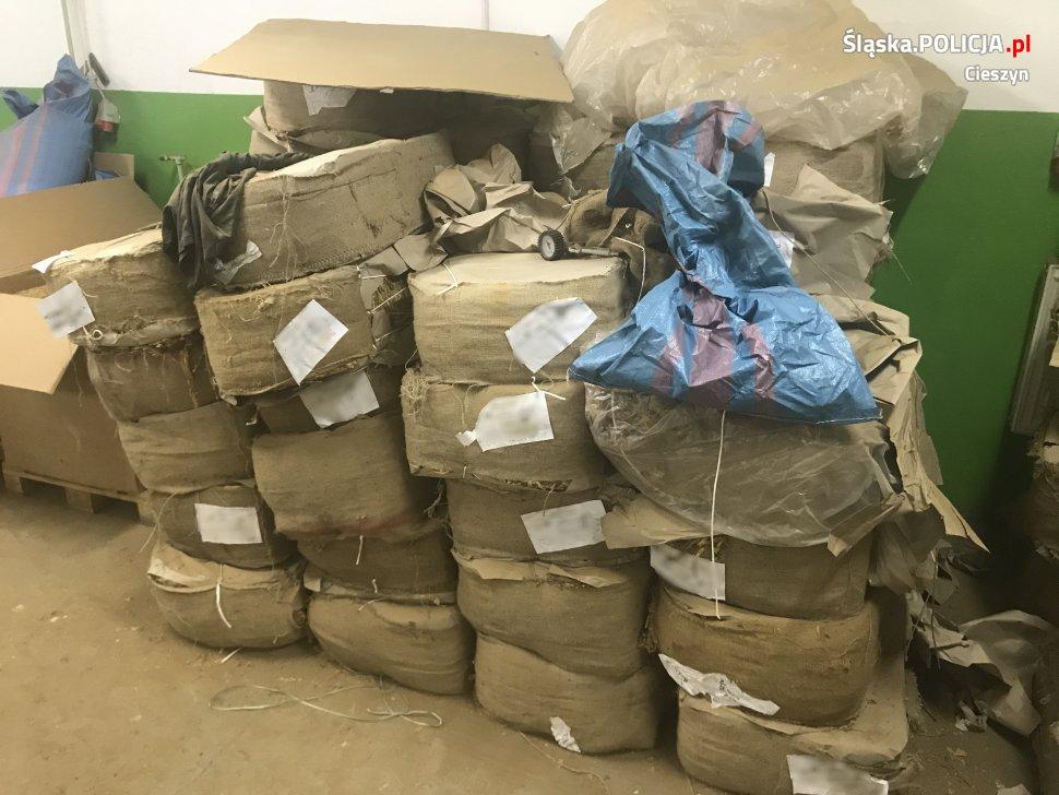 Policjanci znaleźli 6 ton nielegalnego tytoniu