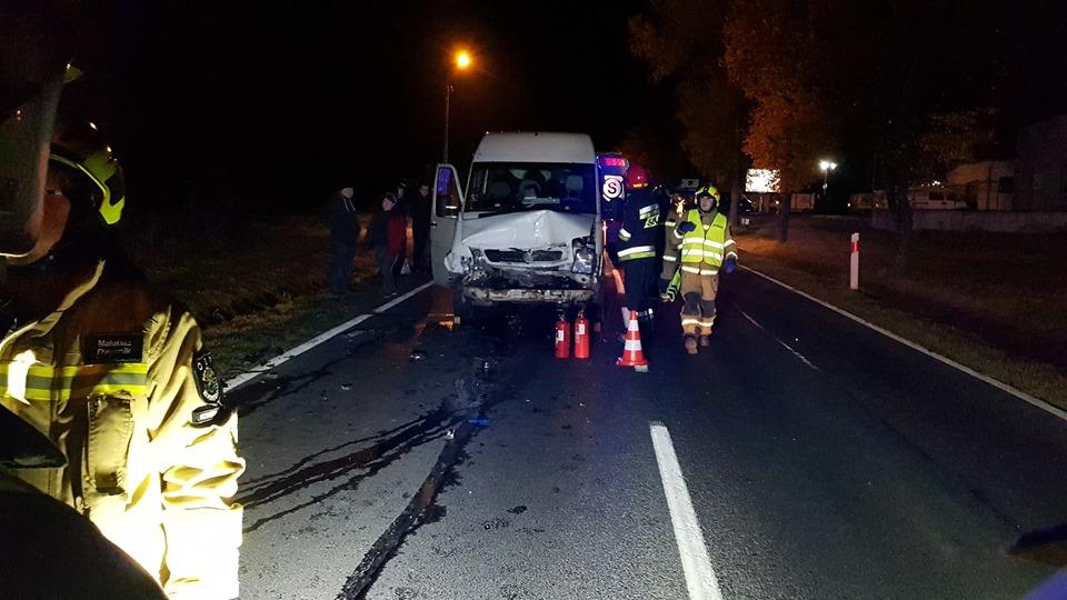 Wypadek na DK52. Bus zderzył się z osobówkami [foto]