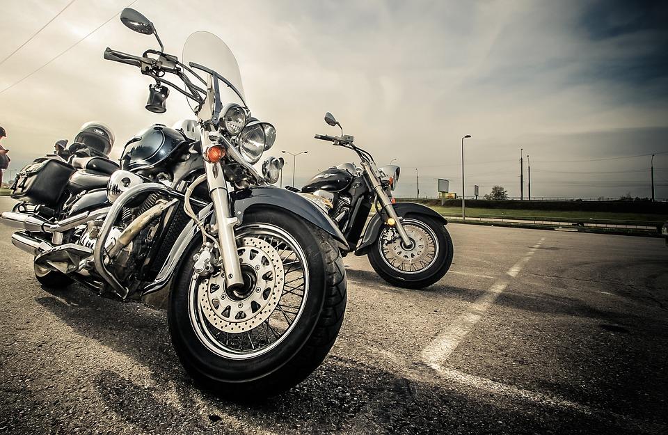 Wypadek  motocyklistów na zakręcie idiotów  [wideo]