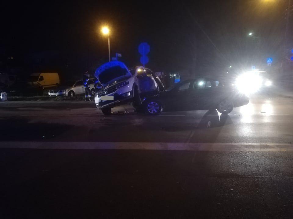 Wypadek na skrzyżowaniu. Kierowca zignorował znak