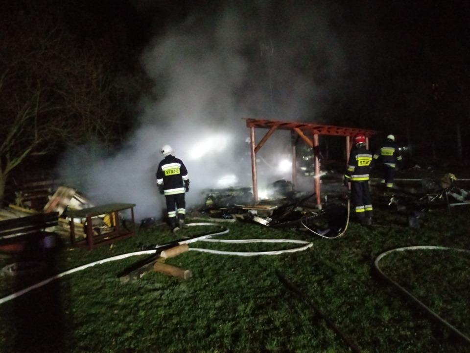 Groźny pożar w Czańcu. Spłonęła przyczepa i garaż