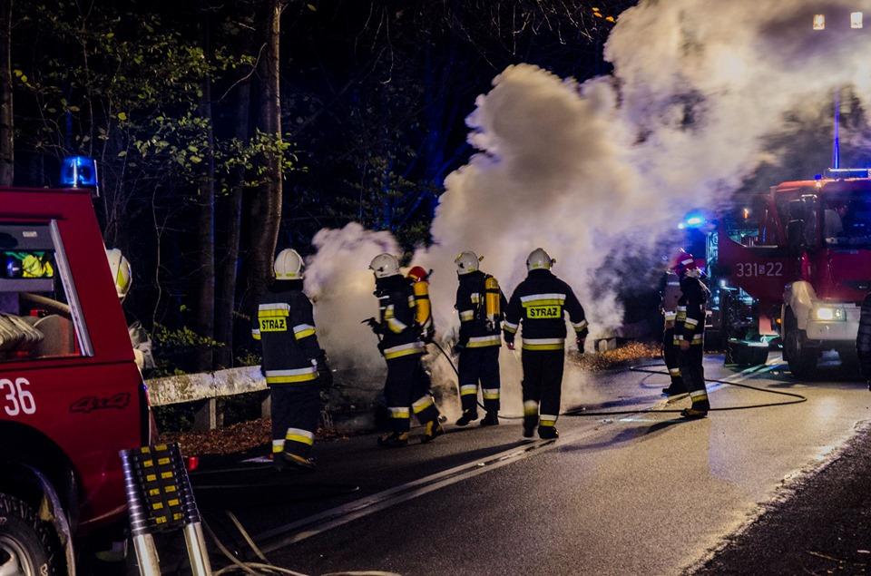 Zapalił się samochód z kobietą i dzieckiem w środku [foto]