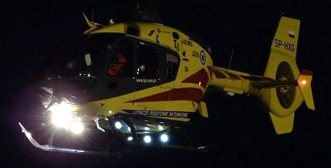 18-latek uderzył w drzewo. Po zakleszczonego kierowcę przyleciał śmigłowiec LPR