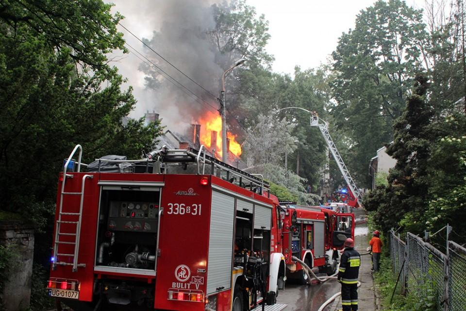 Tragiczny finał pożaru. Nie żyje 77-latek.
