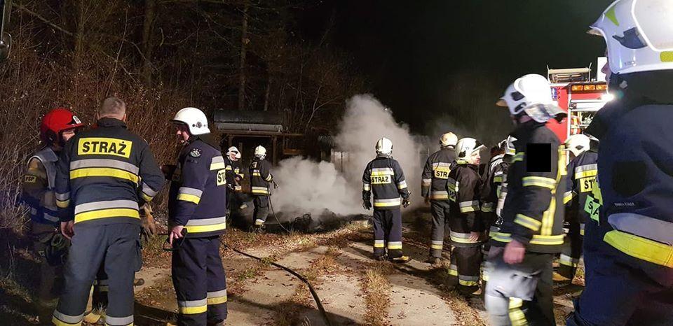 Strażacy szukali pożaru. Płonęły opony