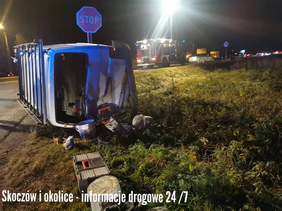 Wypadek w Ustroniu. Osobówka przewróciła busa [wideo]