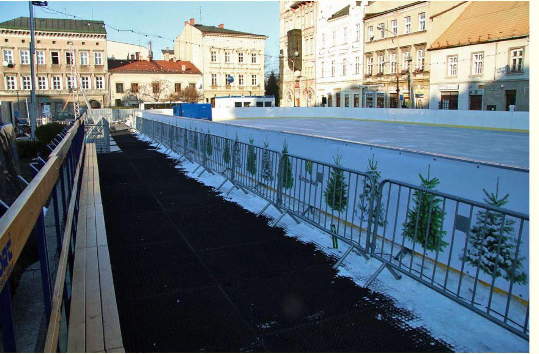 Od 6 grudnia czynne lodowisko na placu Wojska Polskiego w Bielsku-Białej