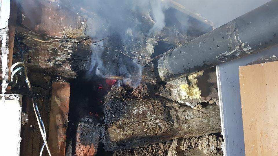 Pożar domu. Zaczęło się od komina. Dzięki strażakom sytuację udało się szybko opanować