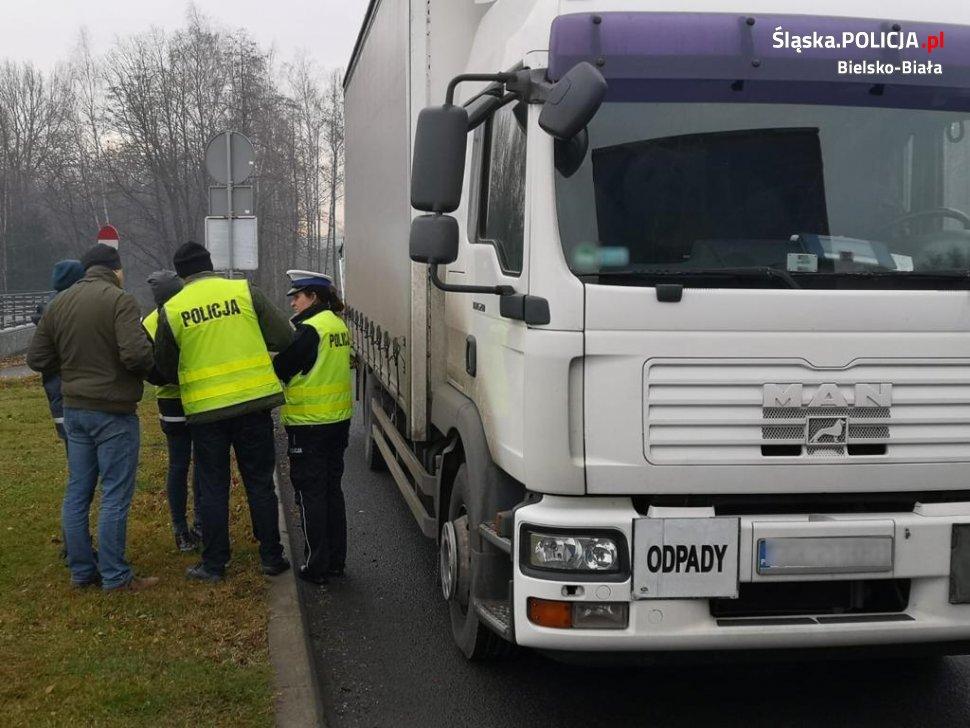 Nie dla nielegalnych odpadów! Służby kontrolują ciężarówki [FOTO]