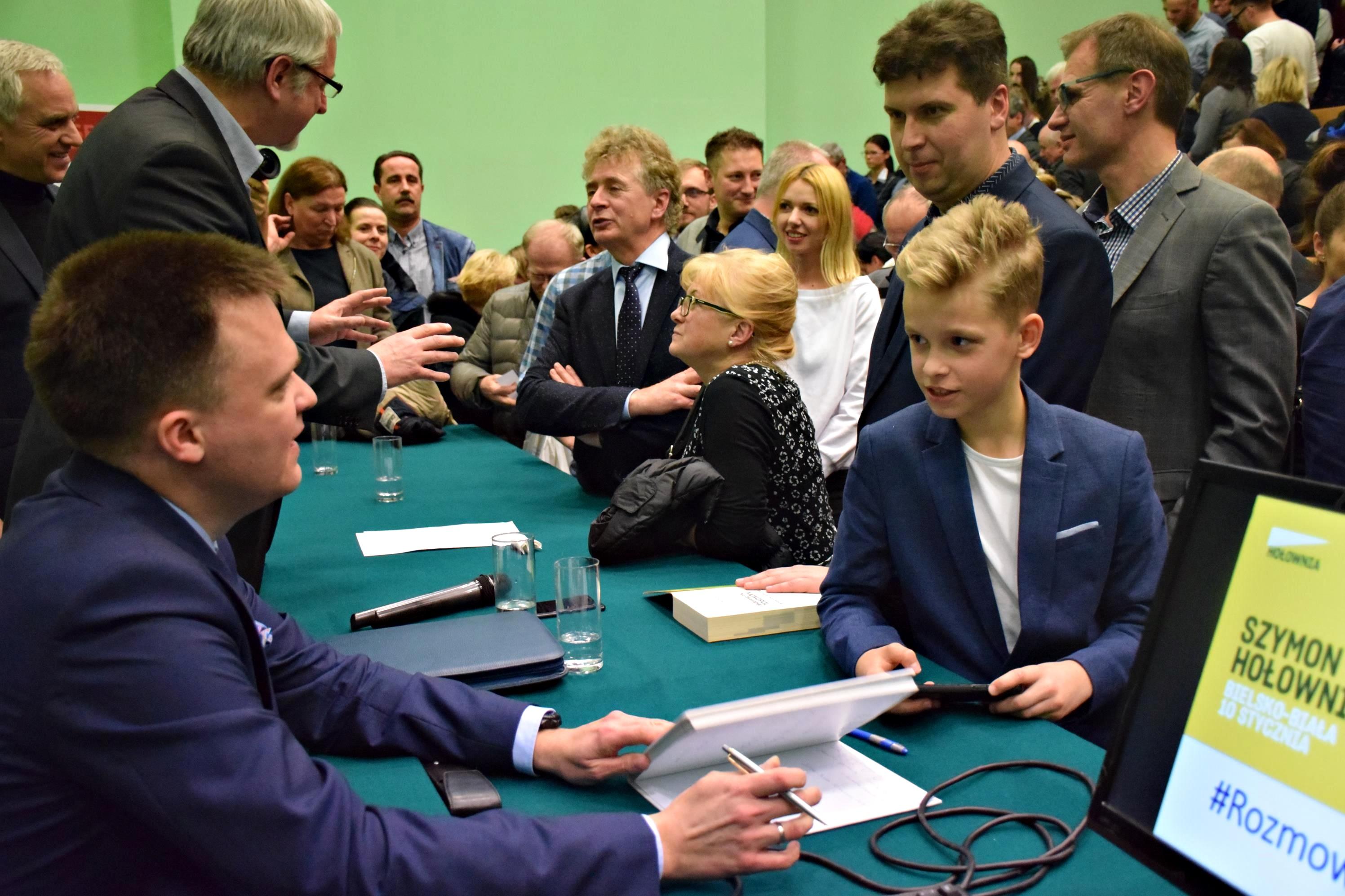 Pełna sala na spotkaniu z Szymonem Hołownią [FOTO]