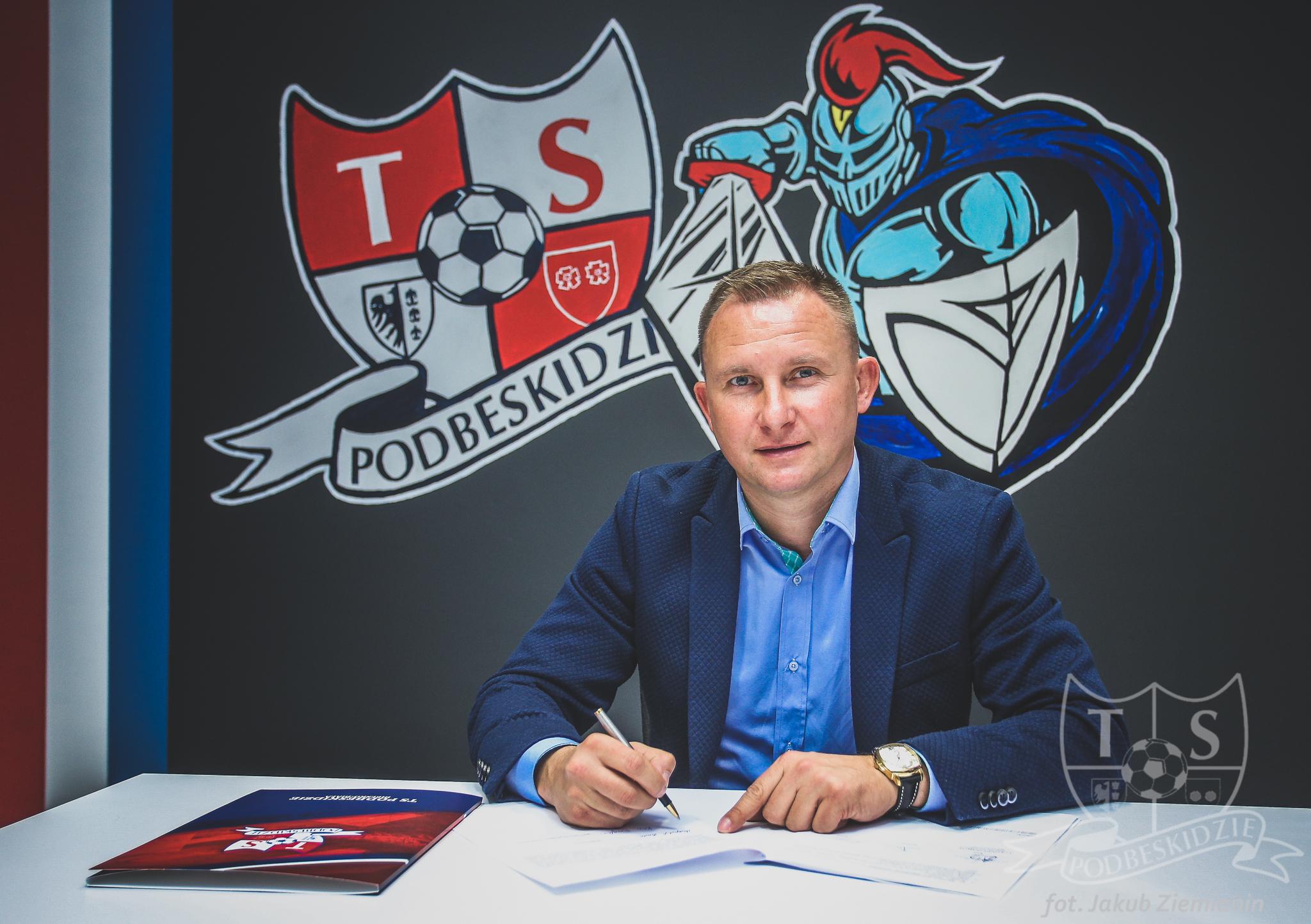 Trener z nową umową, klub z nowym sponsorem