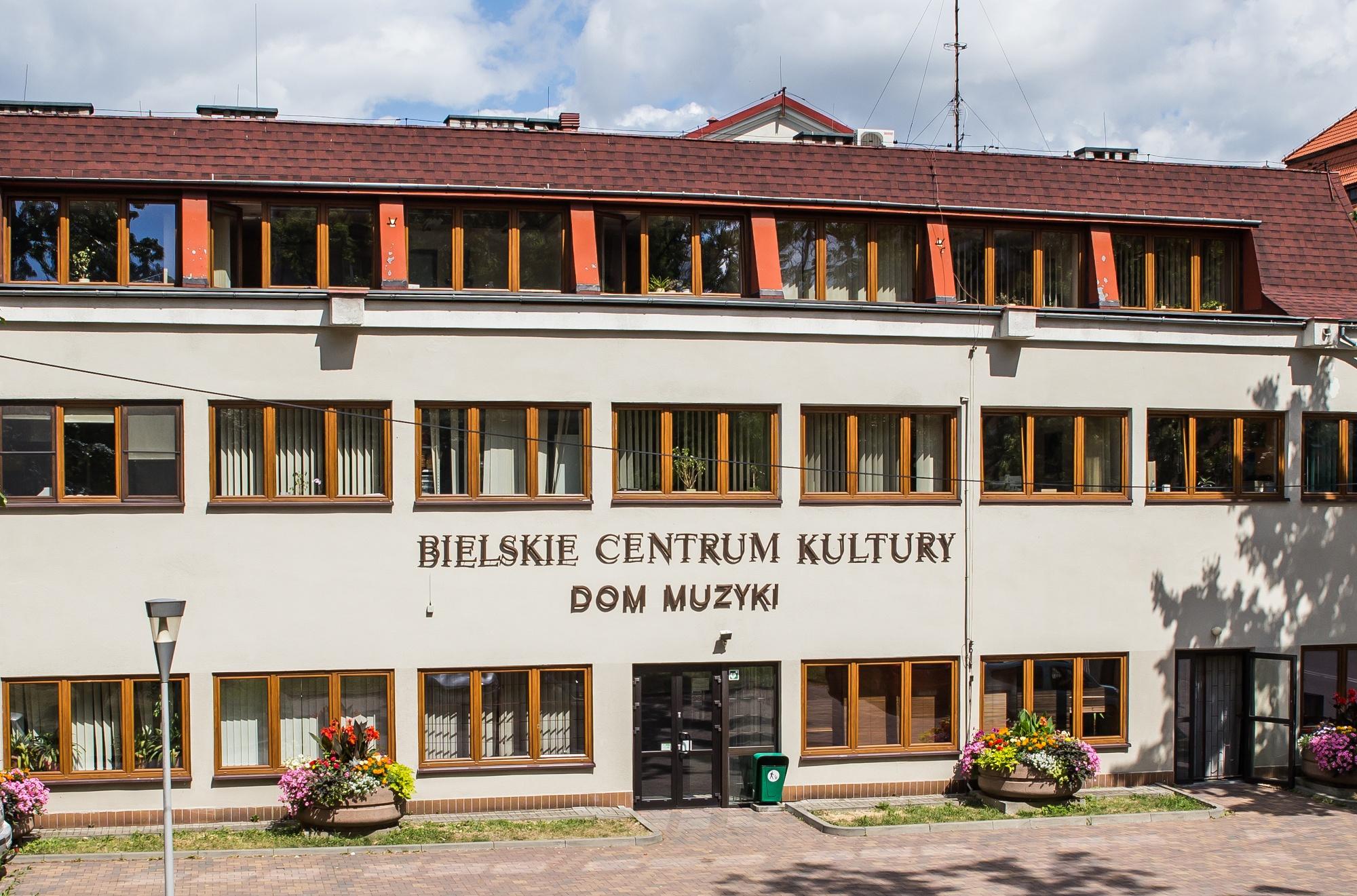 Bielsko-Biała. Zamknięte kolejne instytucje, nawet basen