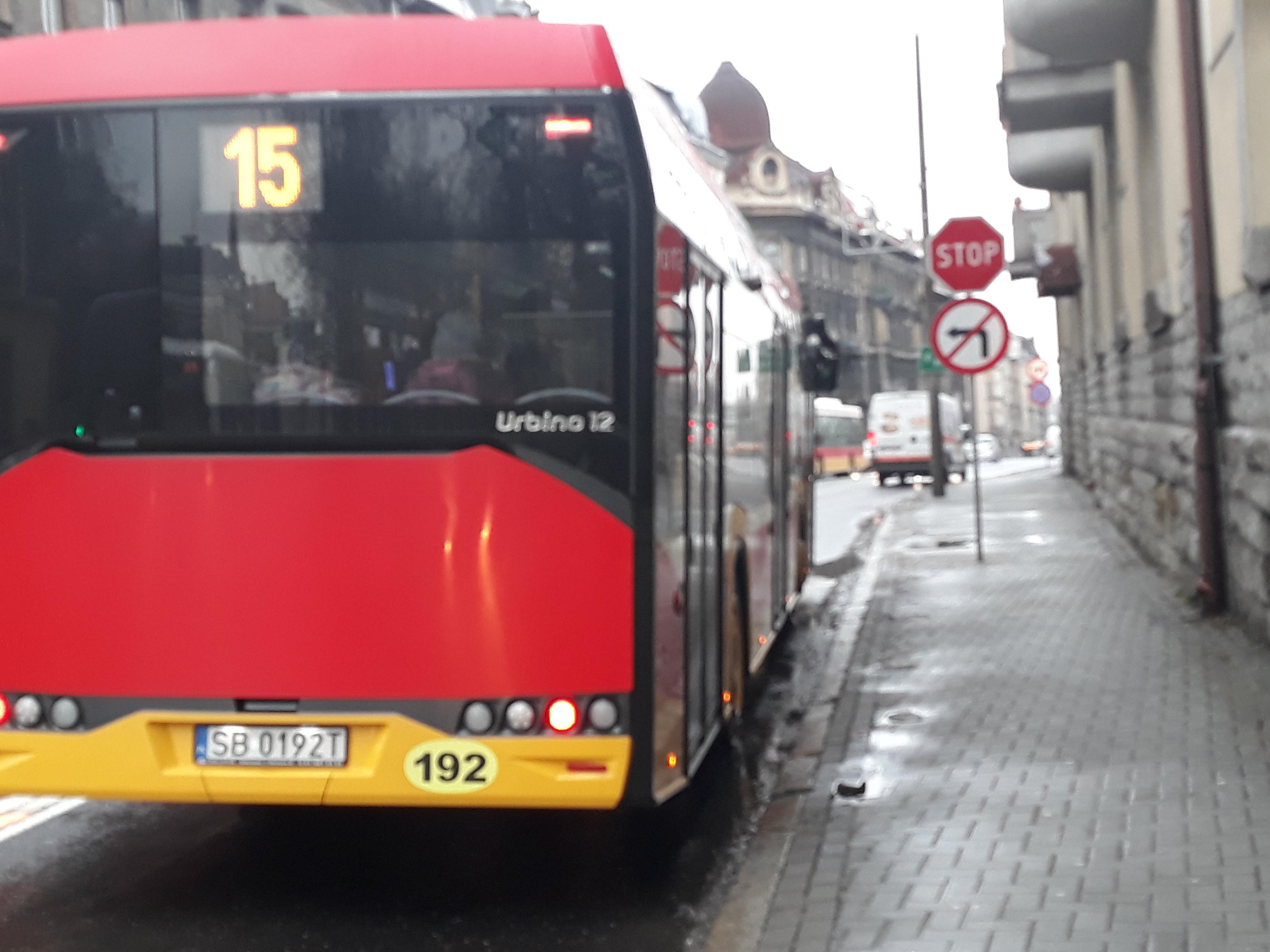 Mniej autobusów na ulicach, bo szkołach mają wolne