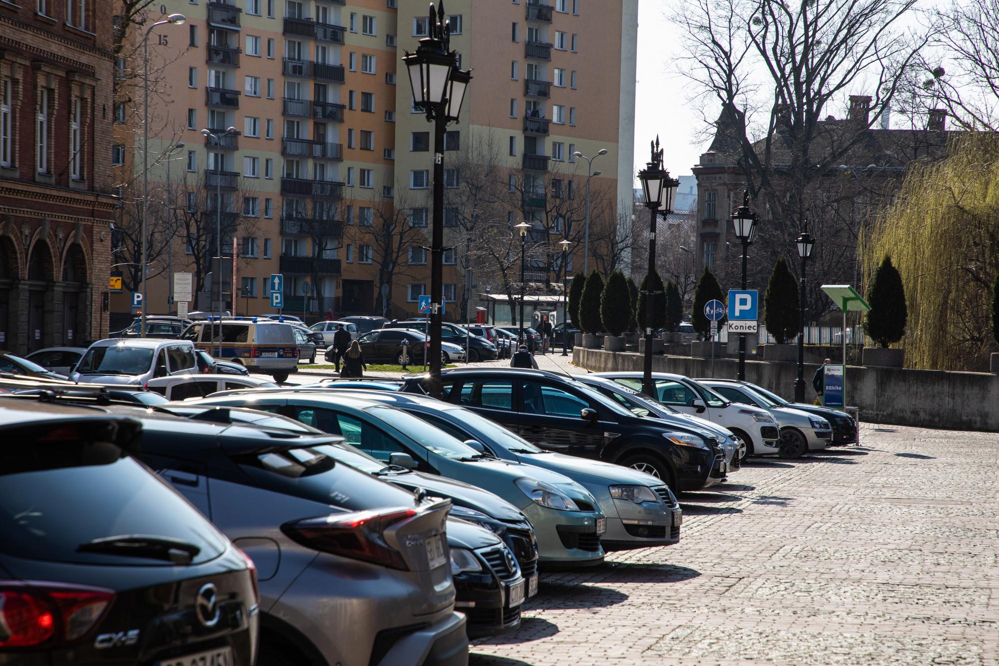 Na niektórych parkingach nie będą pobierane opłaty
