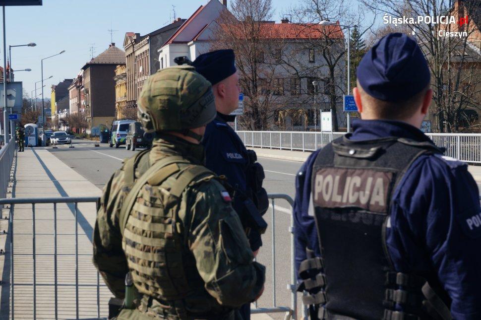 Przez rzekę do Czech po alkohol. Ratowali ich policjanci