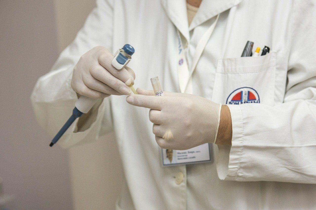 Lekarka zarażona koronawirusem, kwarantanna w 62 domach