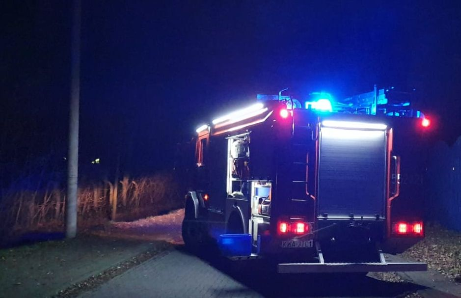 W nocy strażacy przez pięć godzin walczyli z pożarem
