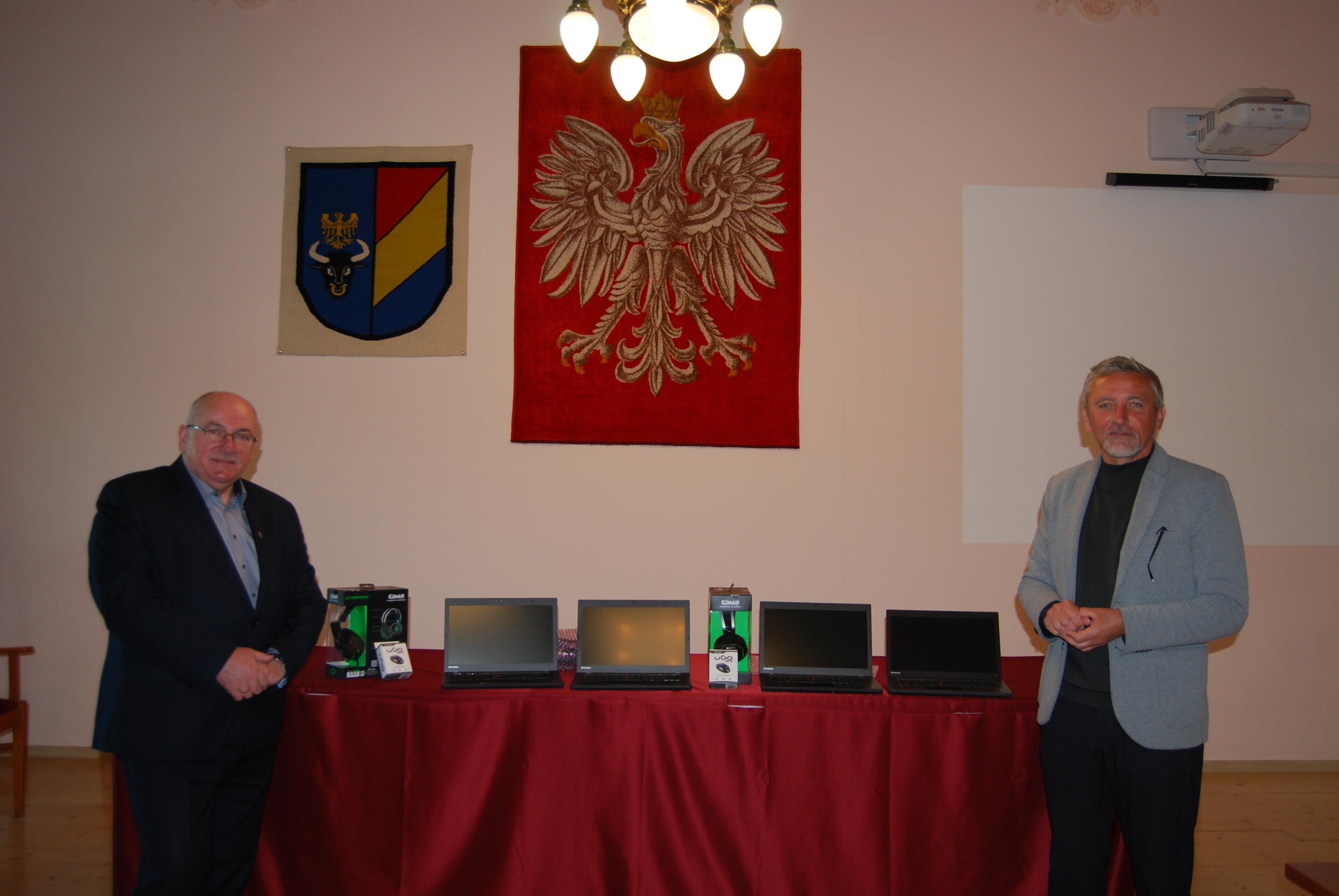 80 laptopów za 100 tysięcy złotych