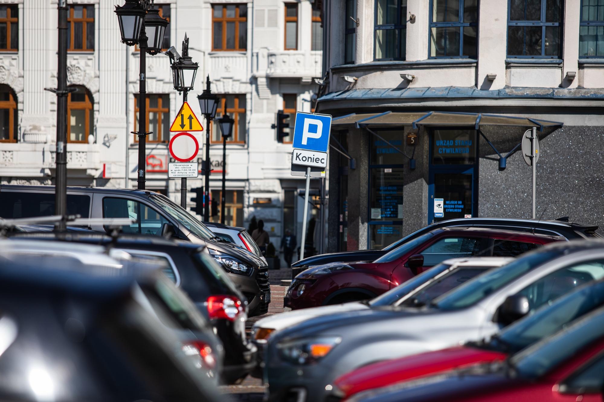 Od poniedziałku wraca pobór opłat za parkowanie przed Ratuszem