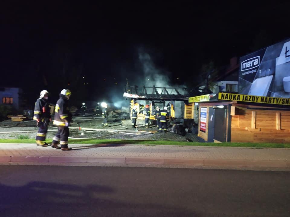 W nocy drewniany bar poszedł z dymem