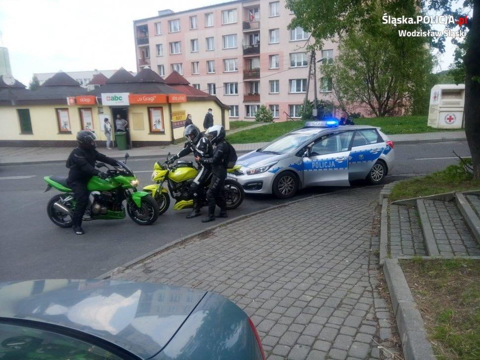 Cieszyńscy motocykliści zatrzymali pijanego kierowcę