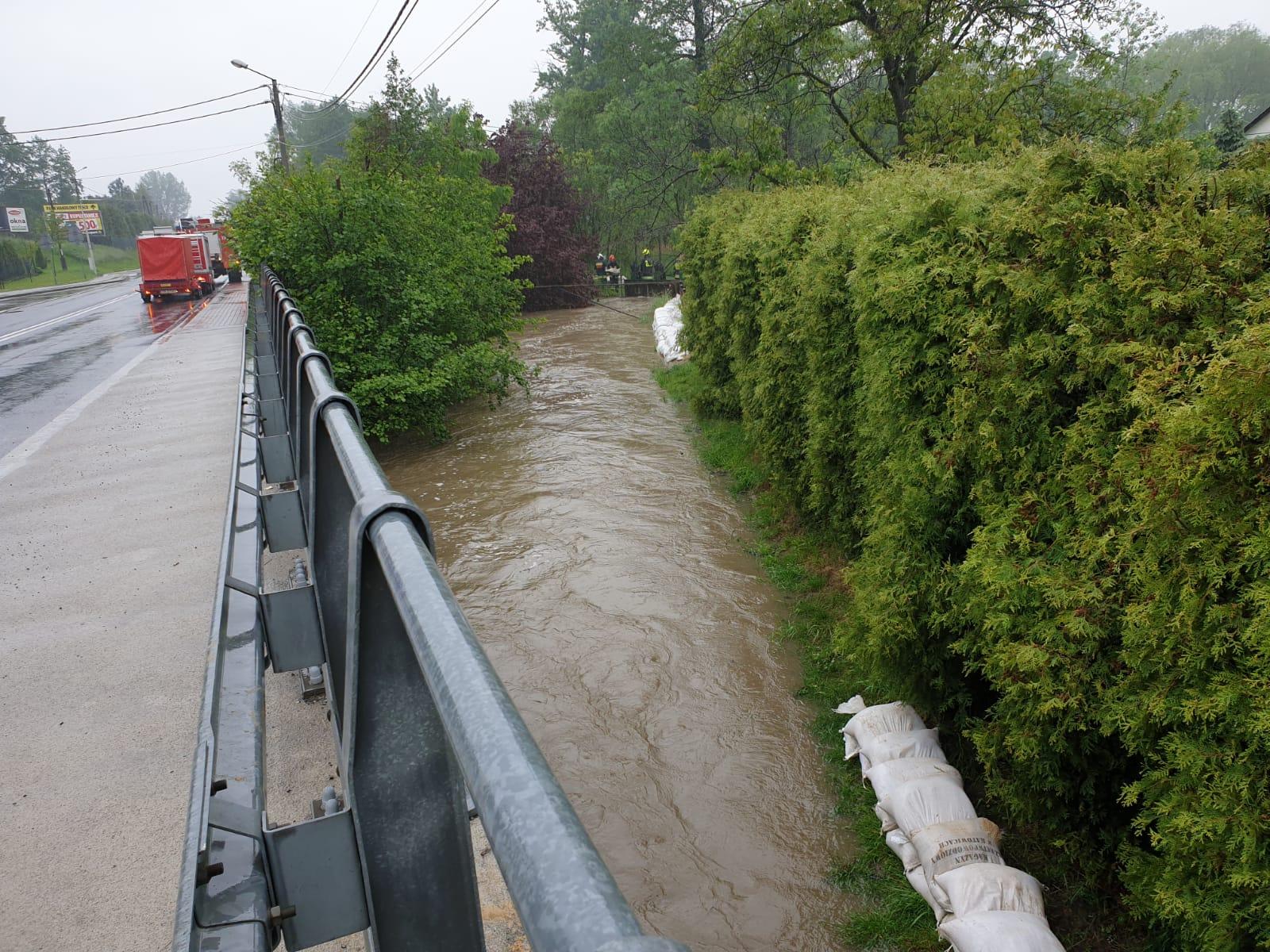 Po niedzielnych opadach:  poziom wód w rzekach stale opada