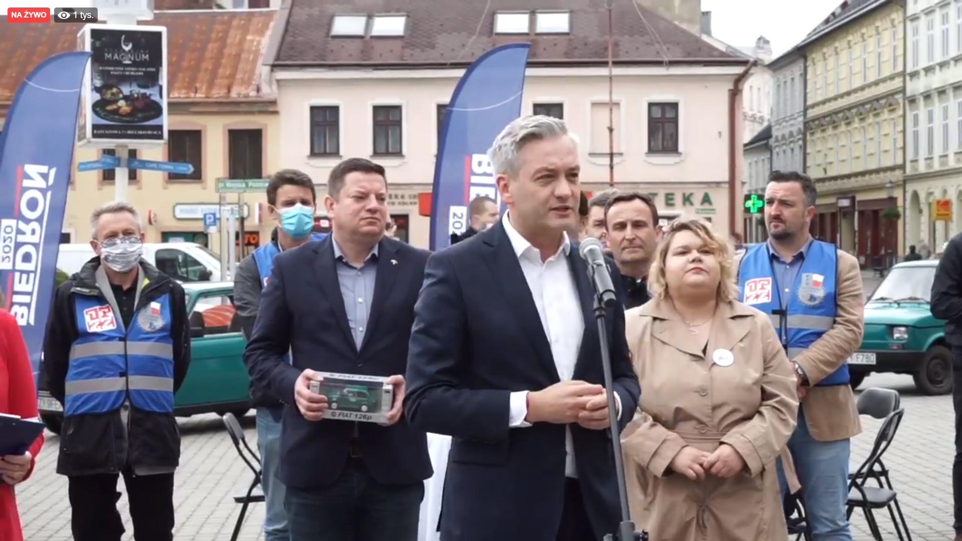 Biedroń w Bielsku-Białej. Premier Morawiecki naobiecywał i co?