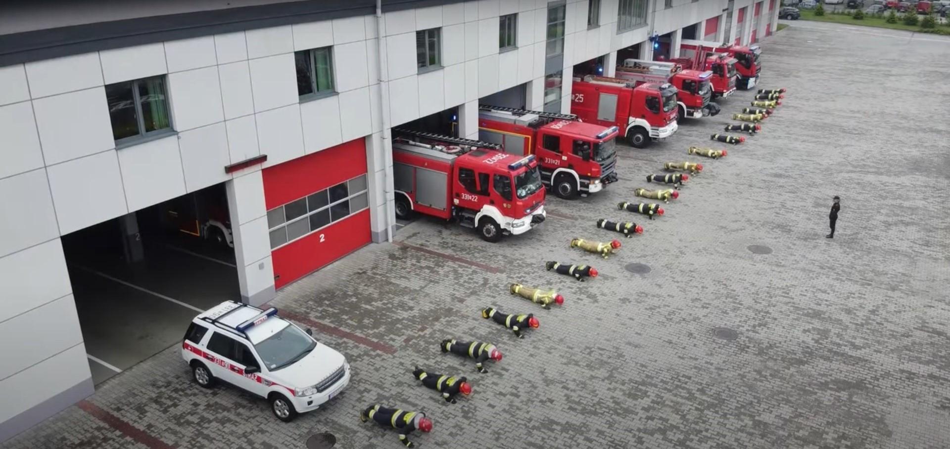 #GaszynChallenge w wykonaniu zawodowych strażaków z Bielska - Białej