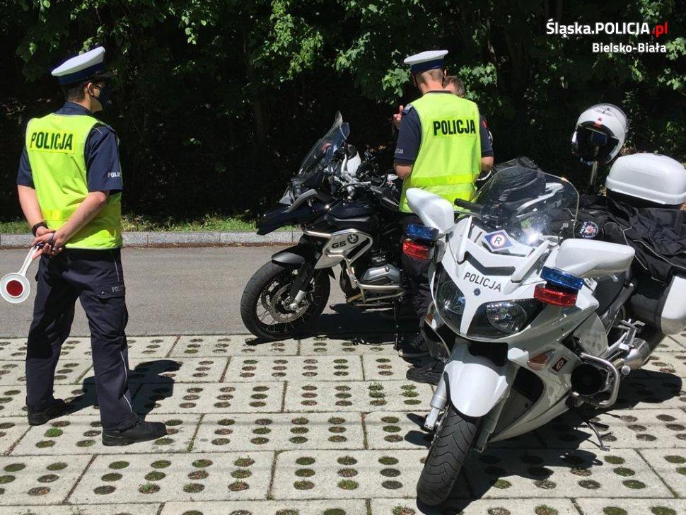 Policja podsumowała długi weekend na drogach: 38 zdarzeń, 24 pijanych