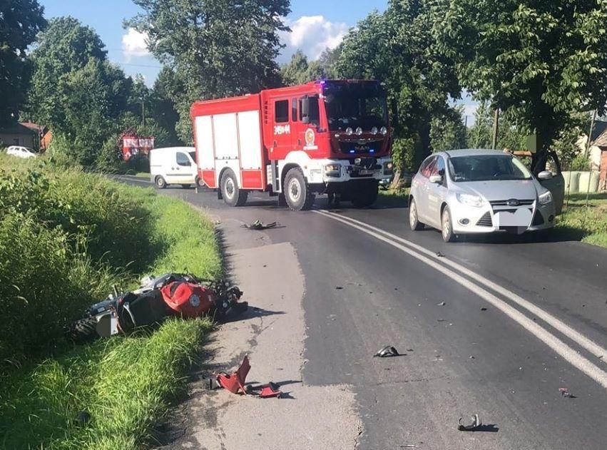 Zderzenie samochodu z motocyklistą w Dankowicach