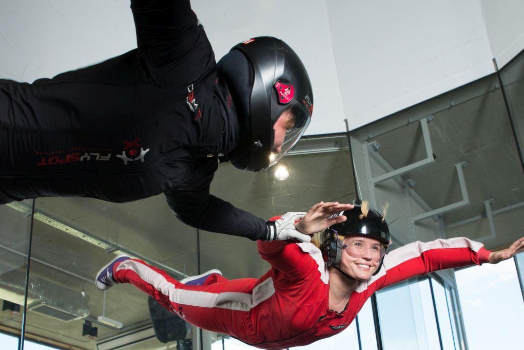 Szukasz prezentu na urodziny? Wręcz zaproszenie na lot w tunelu aerodynamicznym w Katowicach!