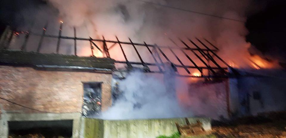 W nocy strażacy walczyli z pożarem