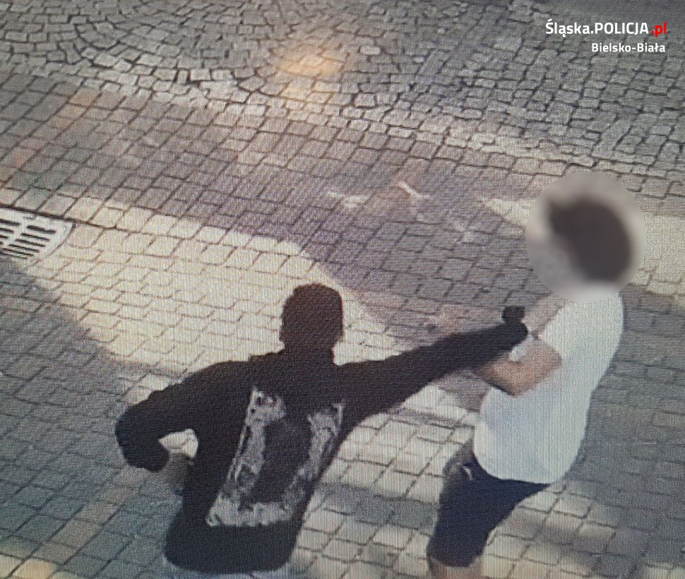 Bielska policja szuka sprawców napadu na uczestników zgromadzenia publicznego [FOTO]