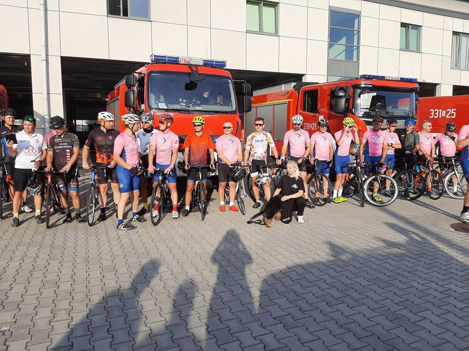 Przejechali blisko 700 km aby wesprzeć potrącone rowerzystki