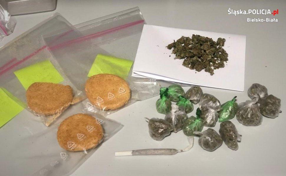 Ciastka z marihuaną w plecaku nastolatka
