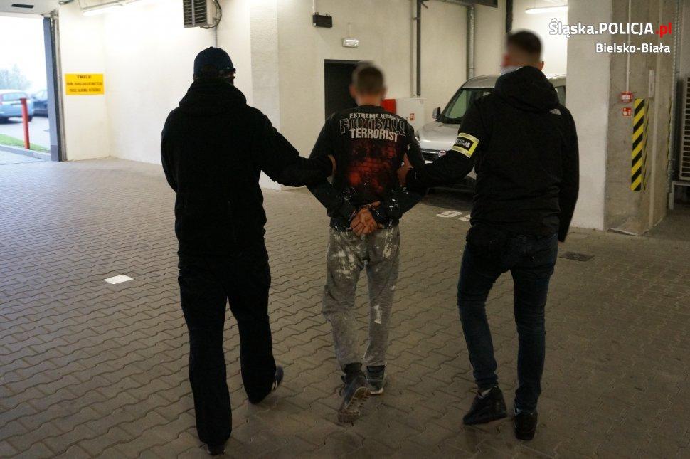 Areszt dla mężczyzny za napad z bronią w ręku