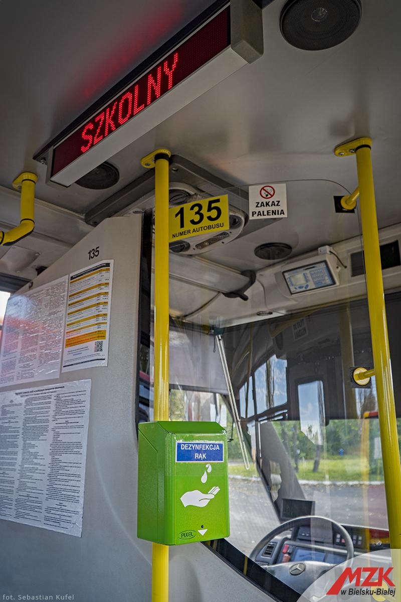 Dozowniki w szkolnych autobusach