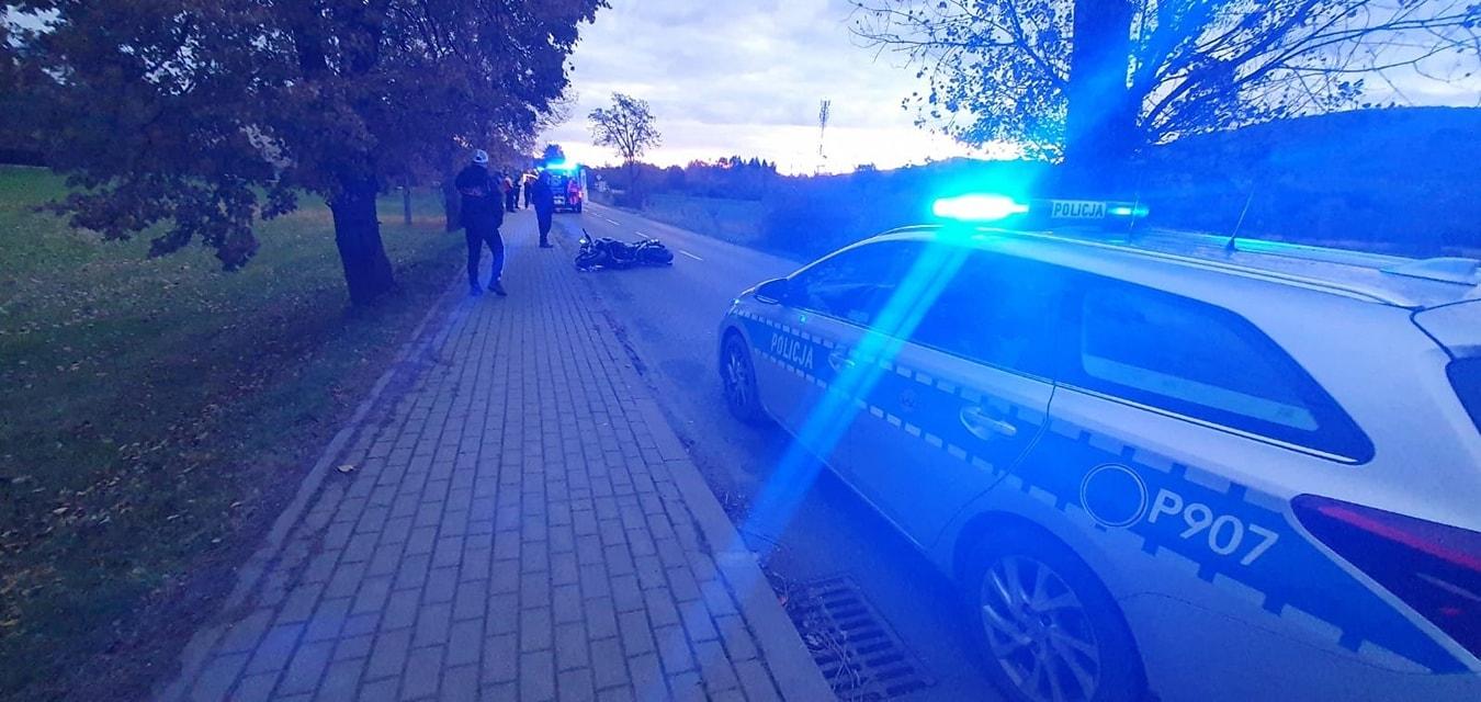 Zderzenie samochodu z motocyklistą, jedna osoba poszkodowana