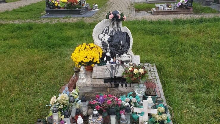 Sprawca dewastacji pomnika poszukiwany przez policję