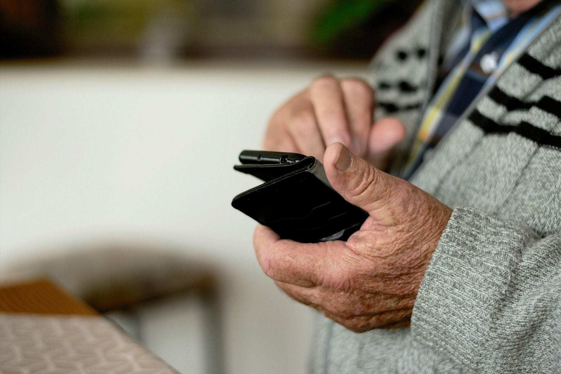 Oszuści znowu w akcji. Seniorka straciła dużo pieniędzy