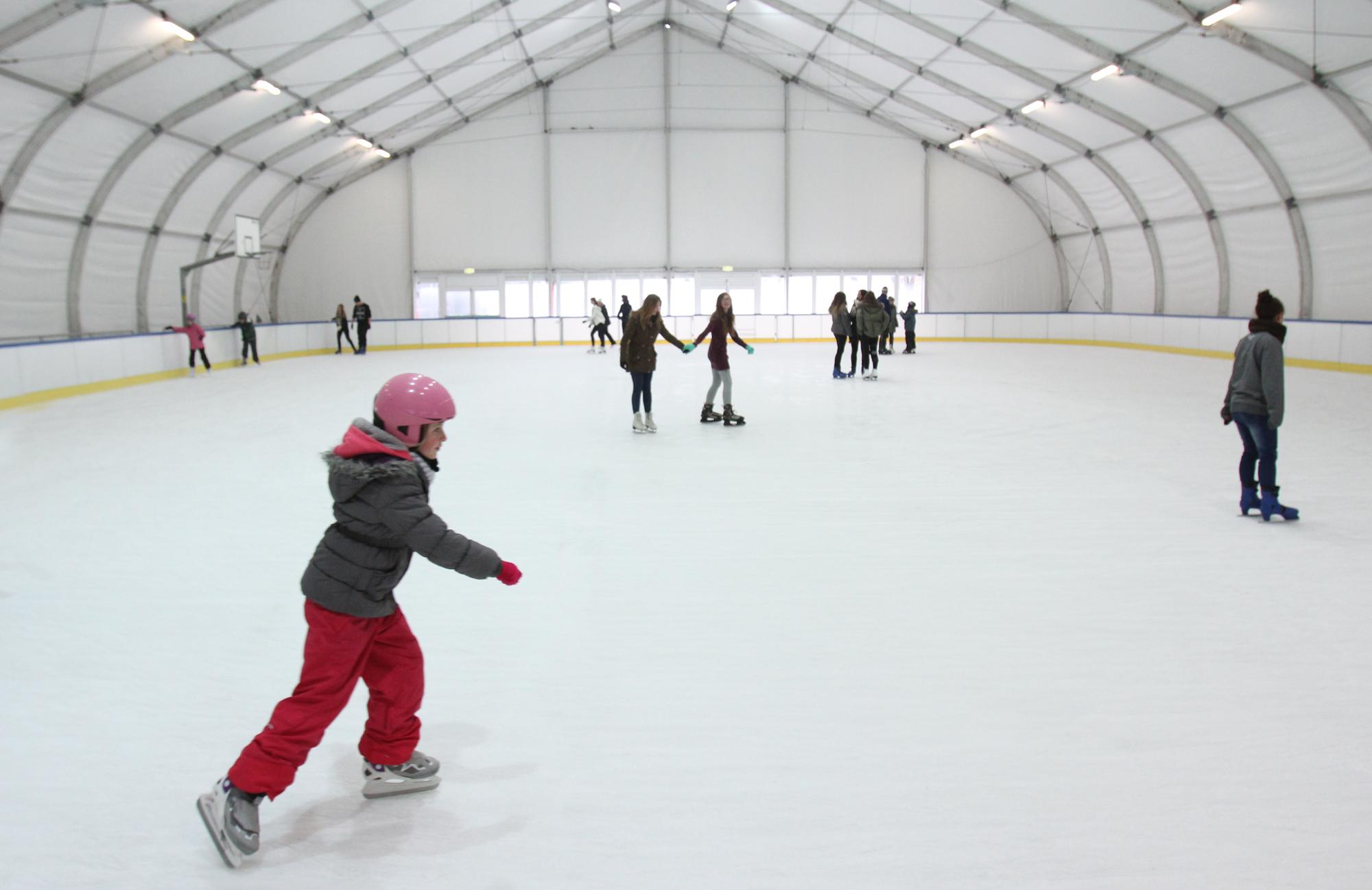 W Bielsku-Białej otwierają basen i lodowisko
