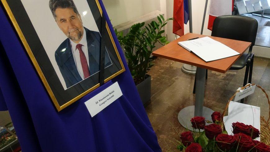 Księga kondolencyjna wystawiona w bielskim Starostwie Powiatowym