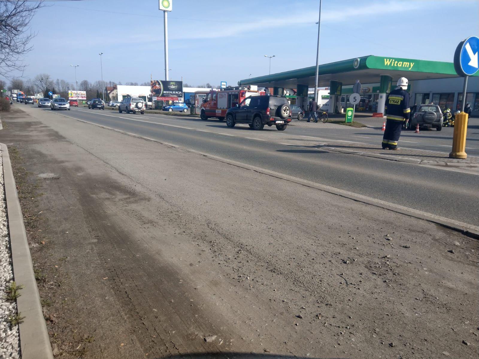 Dwa wypadki w rejonie stacji BP