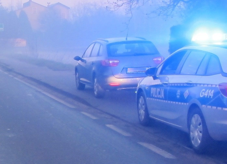 Kierowca z cofniętymi uprawnieniami wpadł na przekroczeniu prędkości