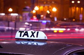 Taksówkarze mają spory problem, chcą ich usunąć sprzed dworca