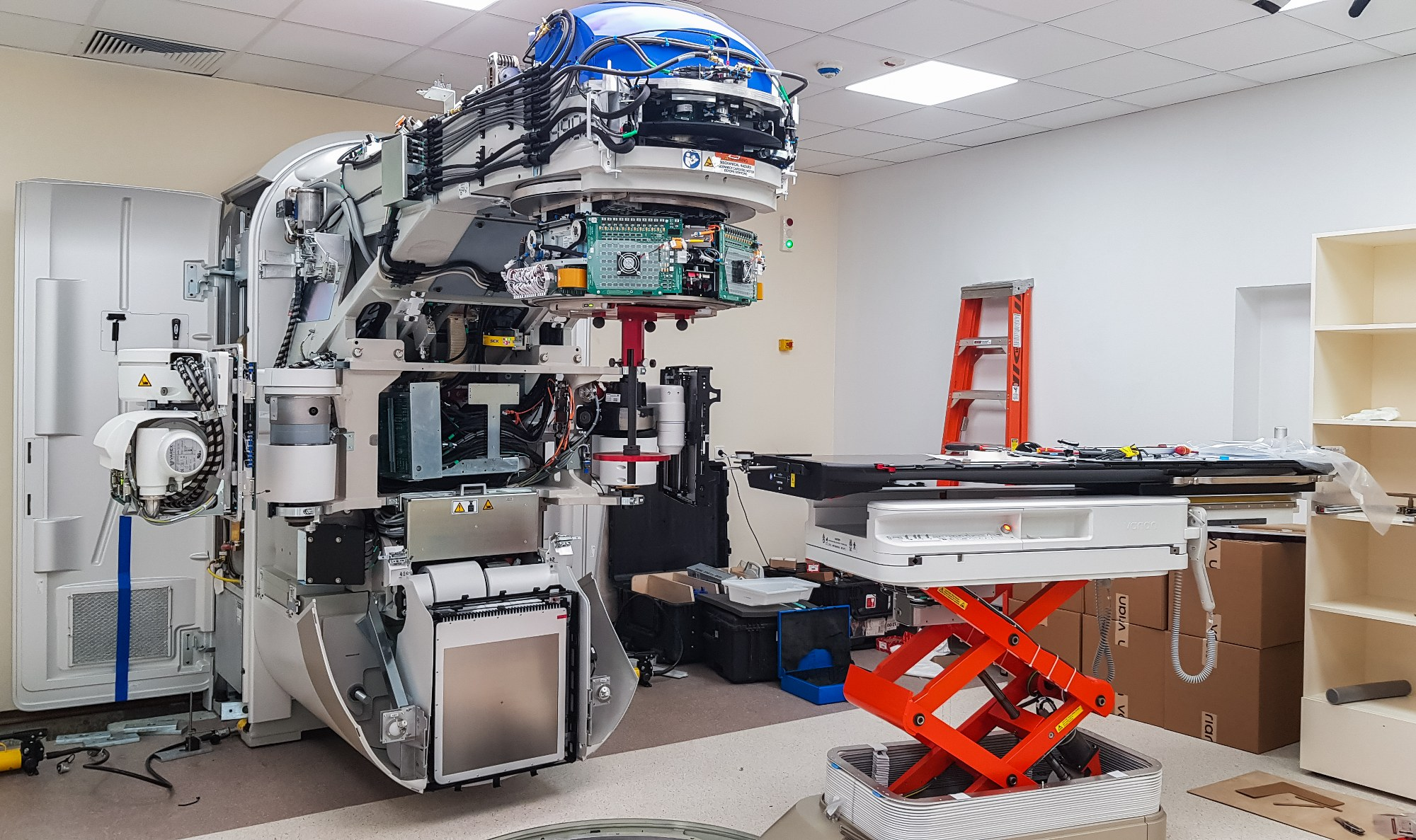 W bielskim szpitalu trwa montaż super nowoczesnego akceleratora